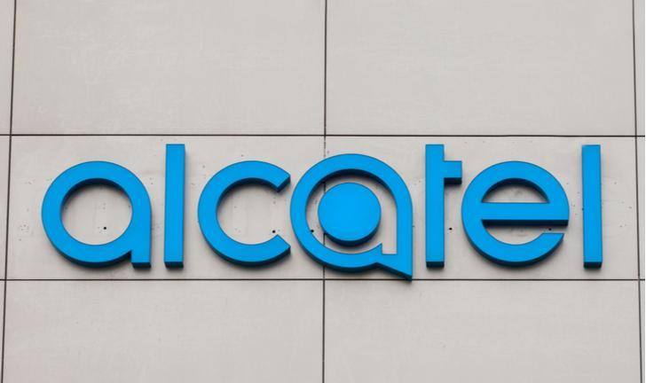 Alcatel deixa de lançar celulares no Brasil e será substituída por Semp TCL