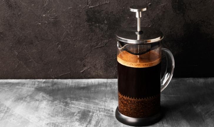 Como fazer café na cafeteira francesa?