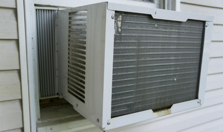 Como limpar ar condicionado de janela?