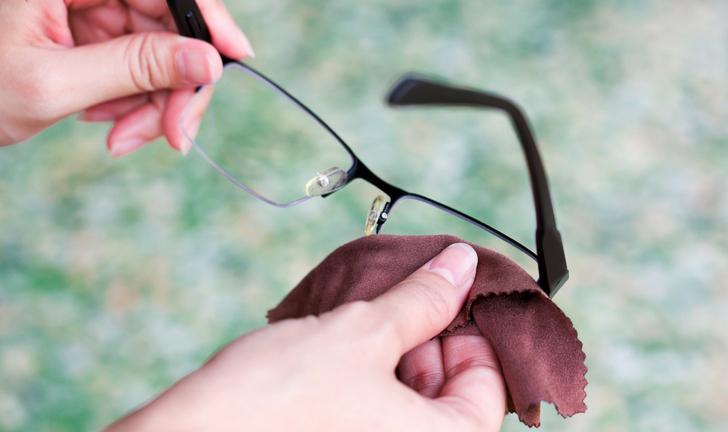 Como limpar os óculos de grau?