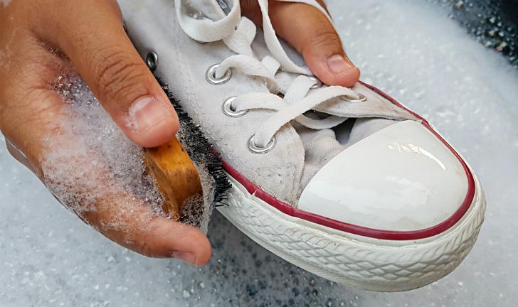 Como limpar tênis branco?