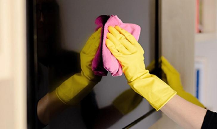 Como limpar TV para se proteger do coronavírus