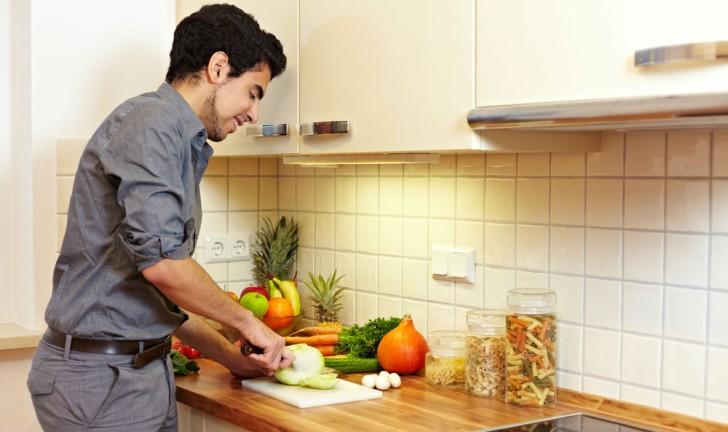 Como montar uma cozinha para solteiros?