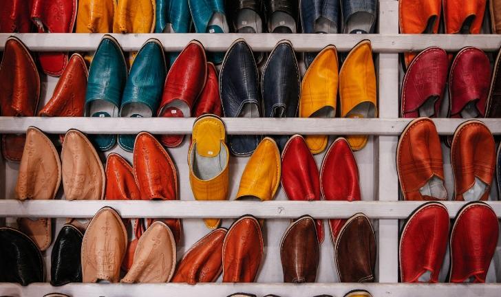 Como organizar sapatos no guarda-roupa?