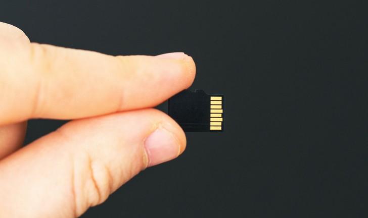 Como passar fotos para o cartão de memória?