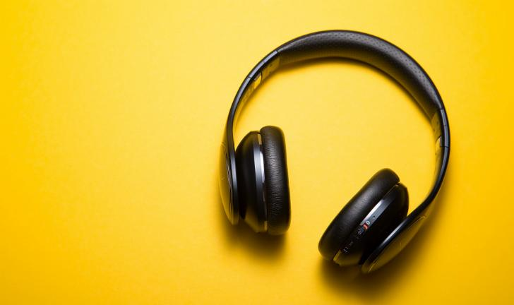 Como usar fone de ouvido?