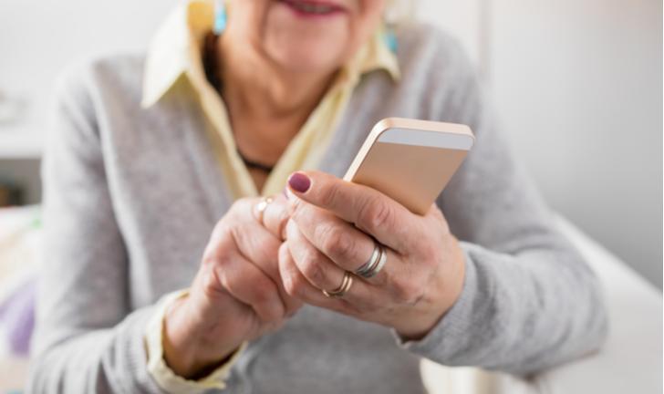 Conheça 6 apps que facilitam o uso do smartphone para idosos