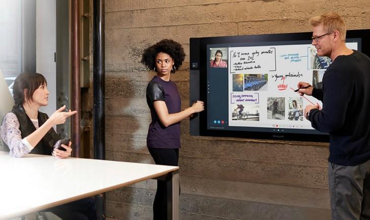 É um tablet? Uma TV? É o novo Microsoft Surface Hub com tela gigante!