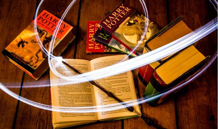 J. K. Rowling: Conheça 7 obras da autora de Harry Potter