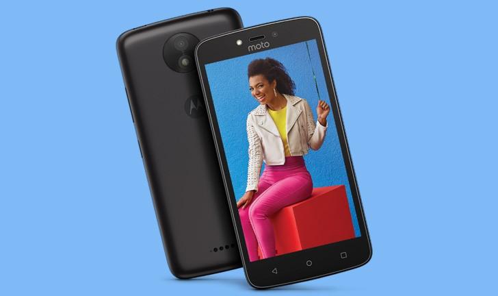 Lançamento do Moto C Plus: um celular simples com bateria potente