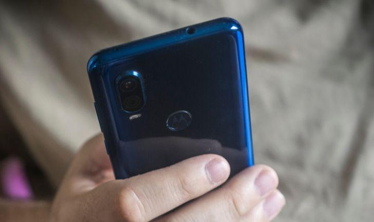 Motorola One Hyper? Vazamento revela câmera retrátil e tela sem notch
