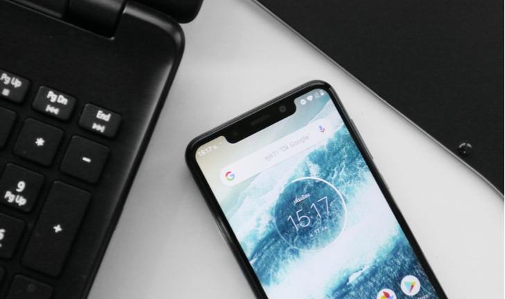 Motorola One Vision surge em nova imagem mostrando cor azul