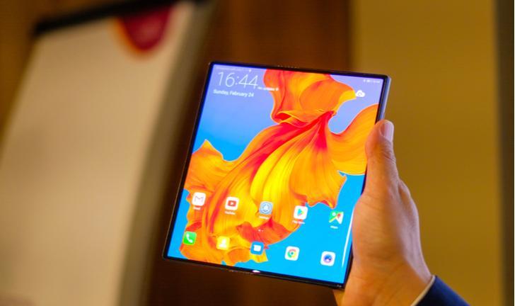 MWC 2019: Huawei lança Mate X, celular dobrável com 5G