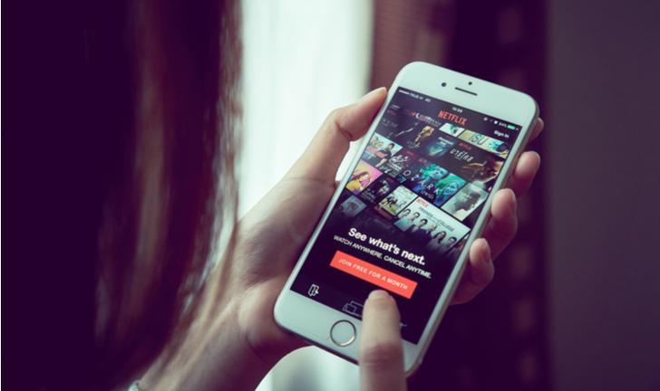 Sem sair de casa: como assistir Netflix e YouTube com amigos pelo celular