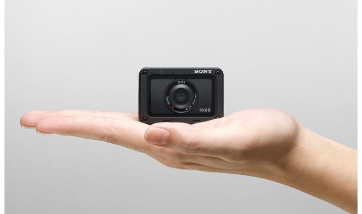 Sony lança câmera de ação RX0 II com gravação em 4K e tela LCD flip-up