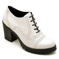 Imagem de Bota Ankle Boot em Couro Solado Borracha Leigam