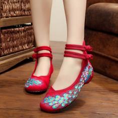 Imagem de Sapatos planos bordados com alça de tornozelo sapatos antigos de Pequim Sapatos femininos casuais