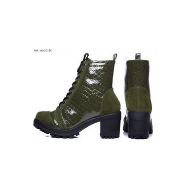 Imagem de Bota Torricella Feminina Verde Revestida Em Croco Salto Médio 7,5cm Cadarço de Amarração
