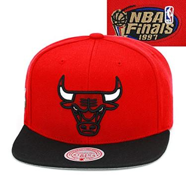 Imagem de Mitchell & Ness Boné Snapback Chicago Bulls – Vermelho/Preto/NBA Finals 1997 Patch lateral – Boné de basquete masculino