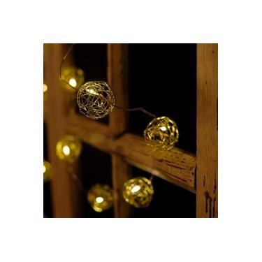 Iluminação de Natal - Pisca Pisca com 10 Leds Bola com Rattan 2 Pilha AA Ouro e Clara