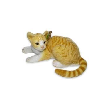 Imagem de Gato Tigrado De Pelucia Realista Amarelo Listrado Deitado