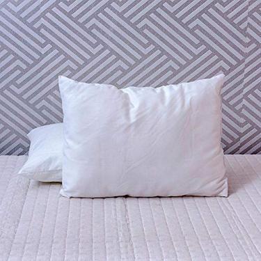 Travesseiro Levíssimo Baby 30X40 Cm Fibra Siliconizada Em Flocos Maior Maciez Com Revestomento 100% Algodão 180 Fios Branco - Plumasul