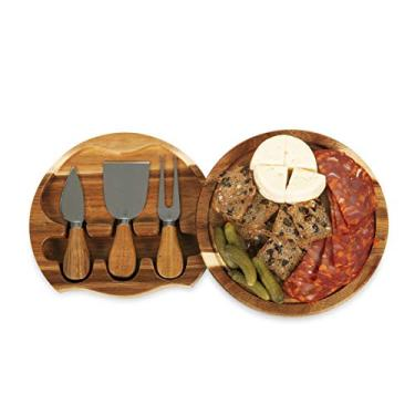 Tábua com espatulas para servir queijo