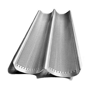 Imagem de Assadeira em alumínio, antiaderente e perfurada com duas ondas. Ideal para baguetes, pão francês, pão italiano, e muitos outros tipos de pão.
