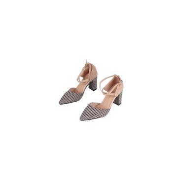 Sapatos de salto alto xadrez da moda