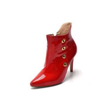 Bota Cano Curto Bico Fino Em Verniz Vermelho Ilhós Dourado  feminino