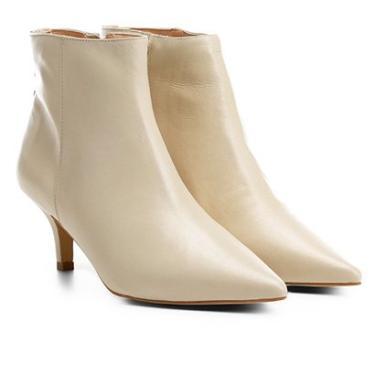 d851feef57 Bota Couro Cano Curto Shoestock Salto Curto Feminina - Feminino Off White