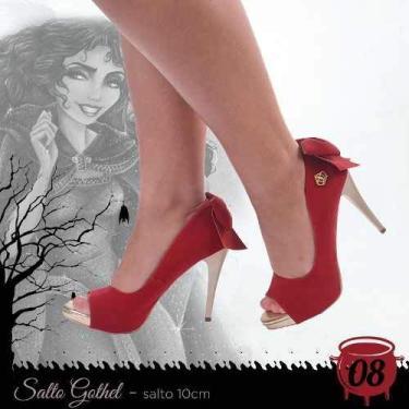 - Sandália Meia Pata Salto Alto Vermelho Camurça Dourado Laço